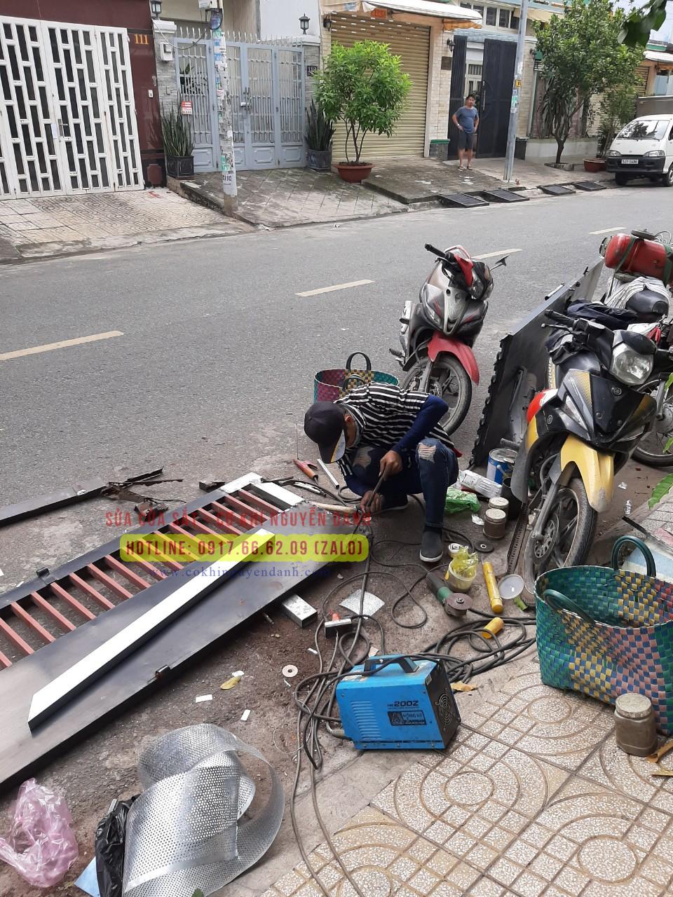 Sửa cửa sắt giá rẻ tại TPHCM