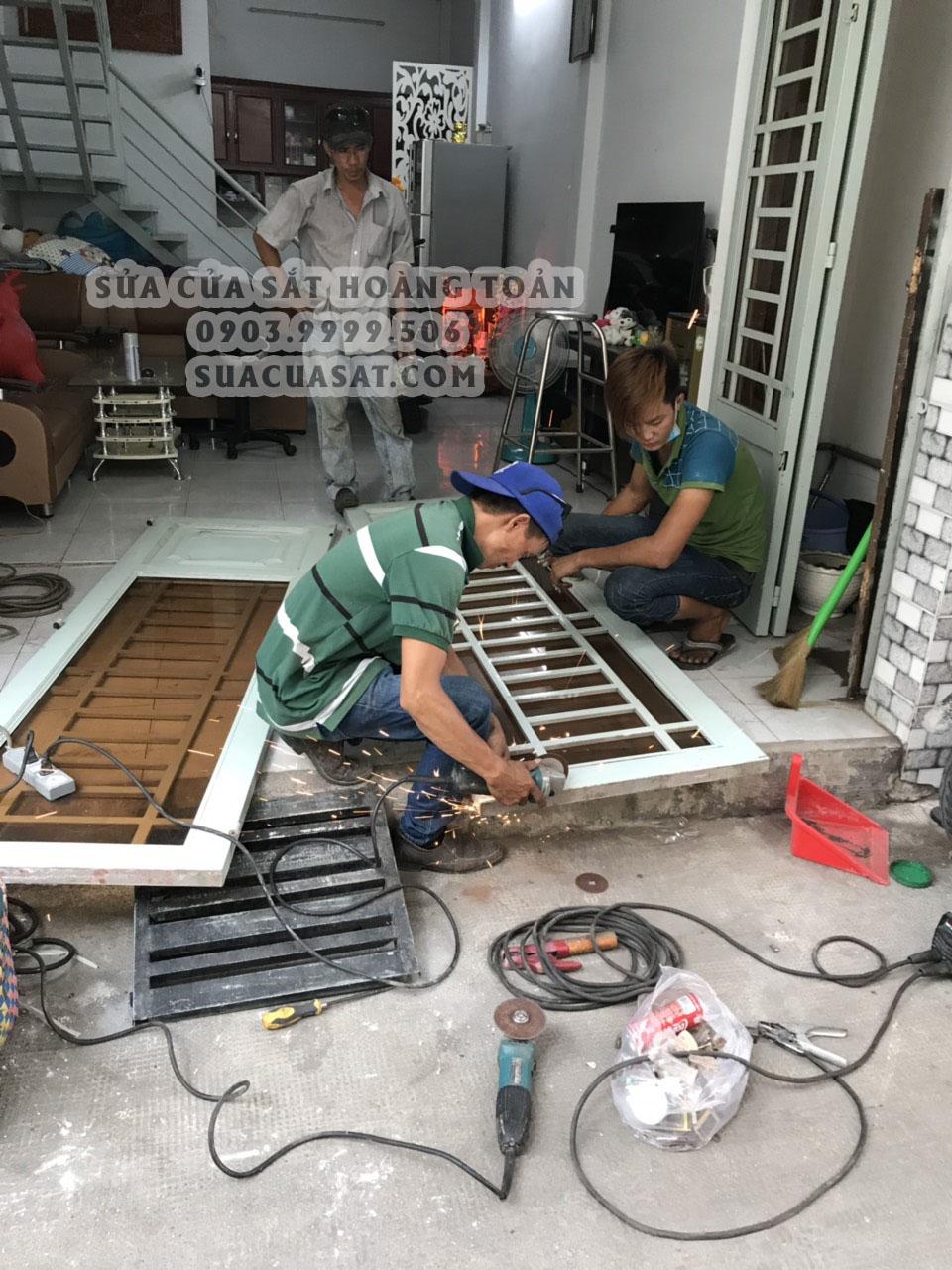 Thợ sửa cửa sắt tại nhà TPHCM uy tín, chuyên nghiệp và tận tâm