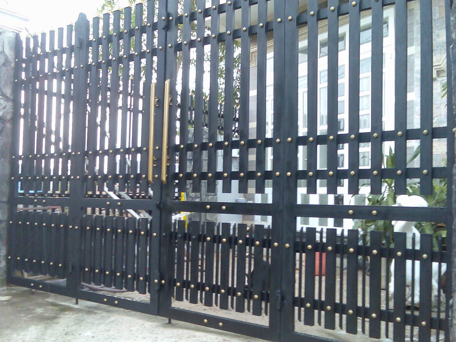 Sửa cửa sắt giá rẻ