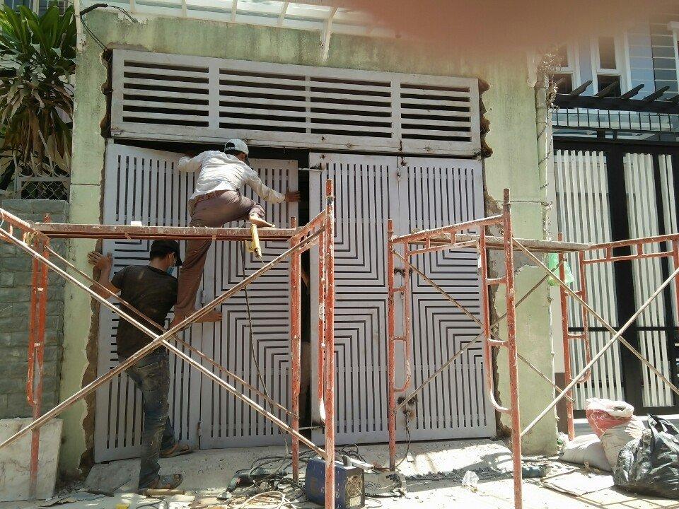 Sửa cửa sắt tại nhà giá rẻ