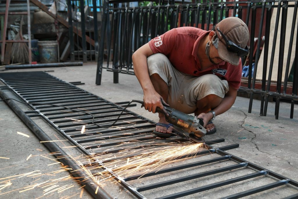 Dịch bệnh nghề thợ hàn, sửa cửa sắt nên cẩn thận những điều gì để bảo vệ sức khoẻ